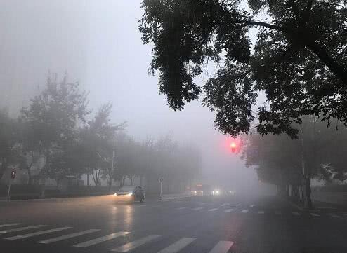 浓雾锁城!北京多区今早遭大雾袭击