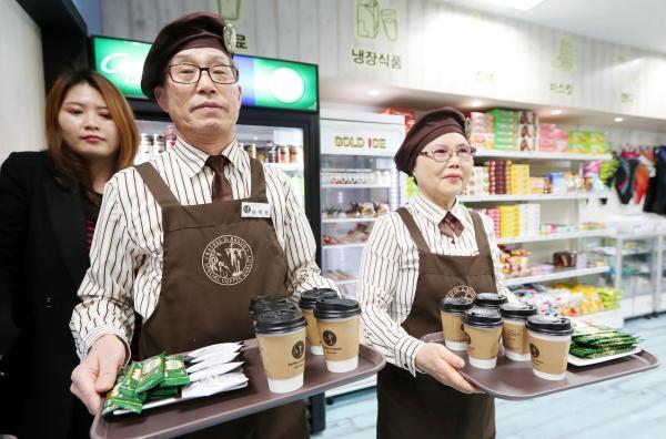 韩国统计厅:韩已进入老龄社会,六成老人自筹生活费
