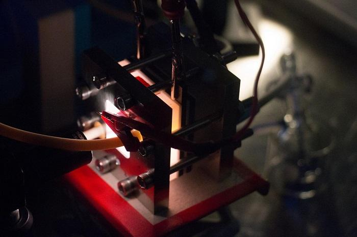 科学家改进太阳能液流电池 有望为偏远地区提供电力