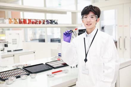 医生还是科研员?王源戴护目镜穿白大褂帅气满分