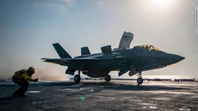 美国一架F-35B隐身战机坠毁 飞行员跳伞逃生