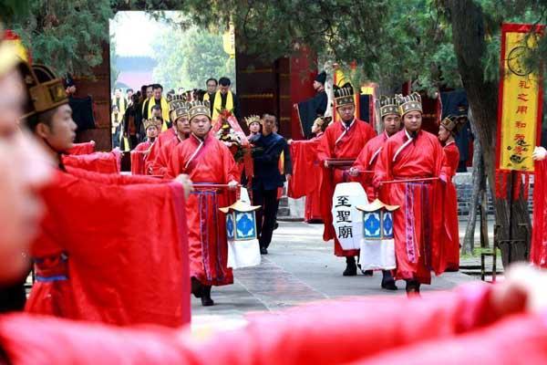 孔子诞辰2569年 各地孔庙举行祭礼仪式