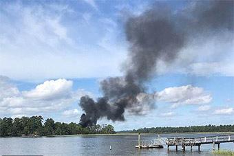 F35B战斗机首次坠毁 现场曝光冒出一股浓烟