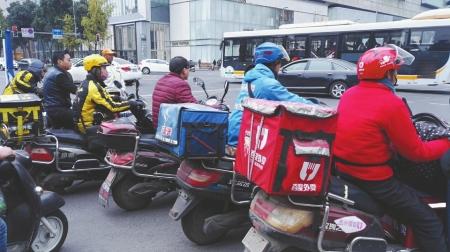北京新规:快递、外卖车辆违章行驶拟最高罚5万