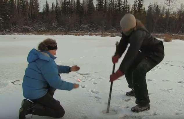 北极湖饱受甲烷胀气之苦 挖个洞就能喷火