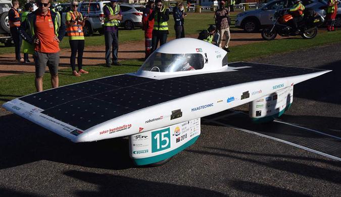 太阳能汽车竞赛进入第七天 各式酷炫车辆登场