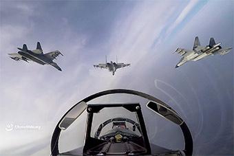 """空军""""先锋飞行大队""""组织对抗实战化训练"""