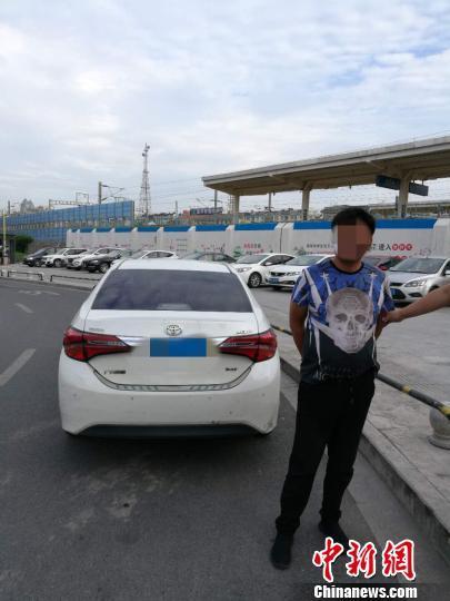 网约车司机毒驾被抓 吸毒后连续20多小时开车载客