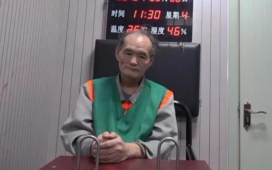 57岁的钮建国满脸沧桑