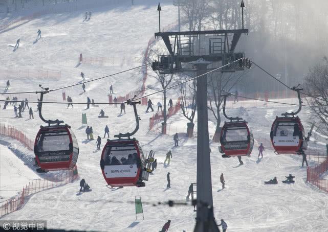 中国滑雪场馆一年增35家 装备市场2022将突破750亿元