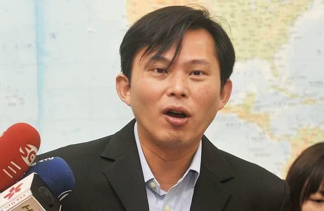 黄国昌反对核一核二延役又牵扯马英九 遭网友狂骂