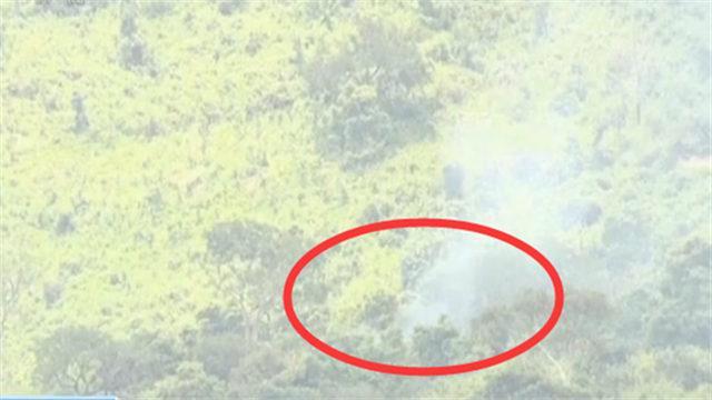 """尼日利亚两军机""""擦火花"""" 坠毁在山上 一飞行员死亡"""