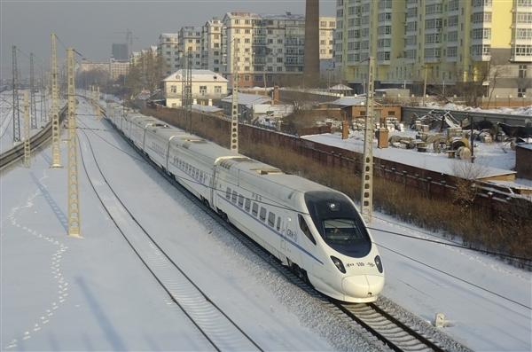 中国最长高寒快速铁路正式开通运行 创世界之最