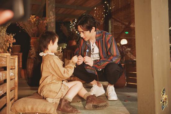 《幻乐之城》朱一龙搭档最小助演  王雷全新造型