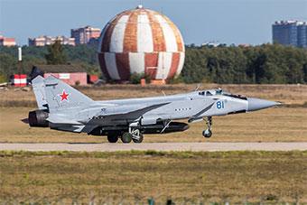 俄罗斯米格31战机挂载反卫星导弹试飞