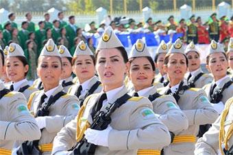 土库曼斯坦为庆国庆举行盛大阅兵式