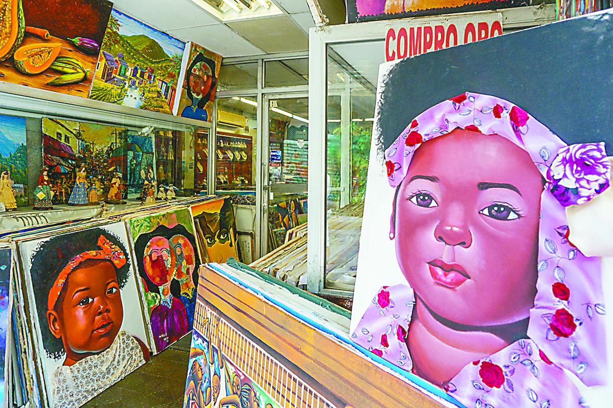 多米尼加艺术画,堆在地摊上卖