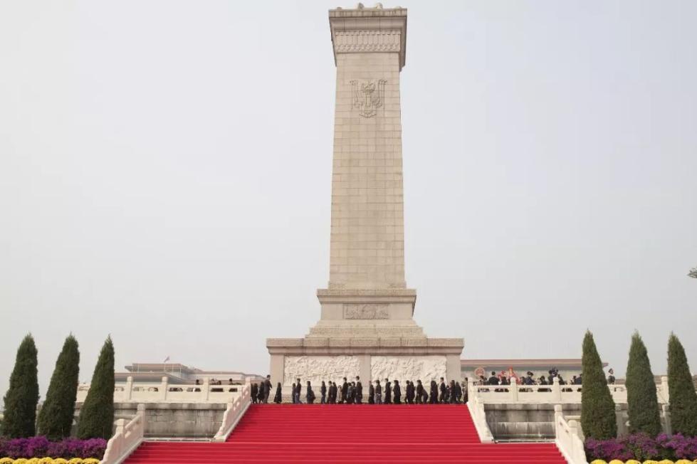 今天,以国家的名义向他们致敬!