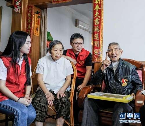 浙江余姚:志愿者重温红色记忆