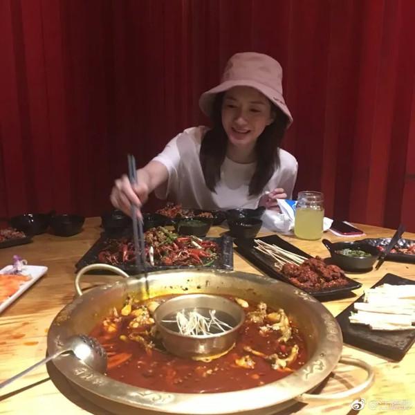 江疏影娜扎请放下筷子 女星们怎么吃夜宵也不胖?