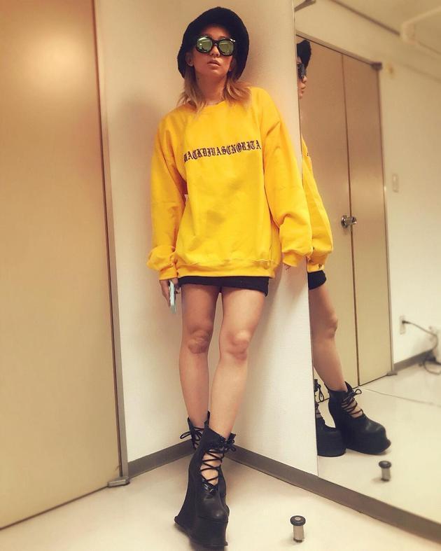 幸田未来ins晒短裙美腿照 粉丝表白称看不出年龄