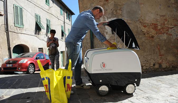 意大利小镇首个机器人购物车试验上路