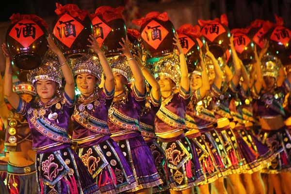 广西融水:农民歌舞庆国庆