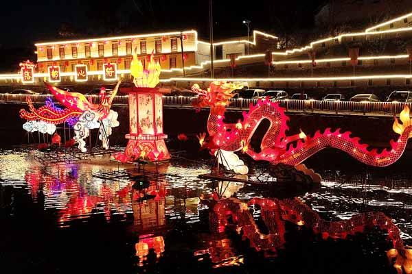 河北邯郸:农民自办花灯展欢庆国庆佳节