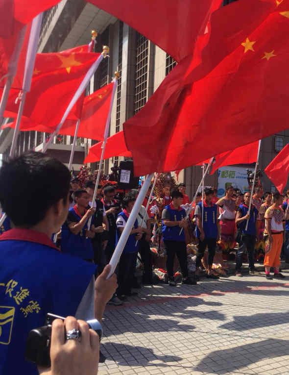 什么情况?民进党大佬今天惊呼解放军进台湾了!
