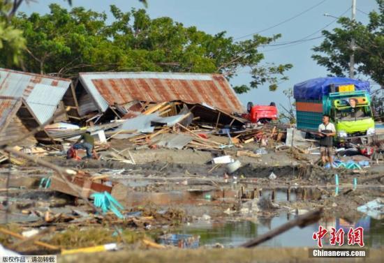 印尼强震海啸致832人死:灾民缺食物和水 市场被抢劫