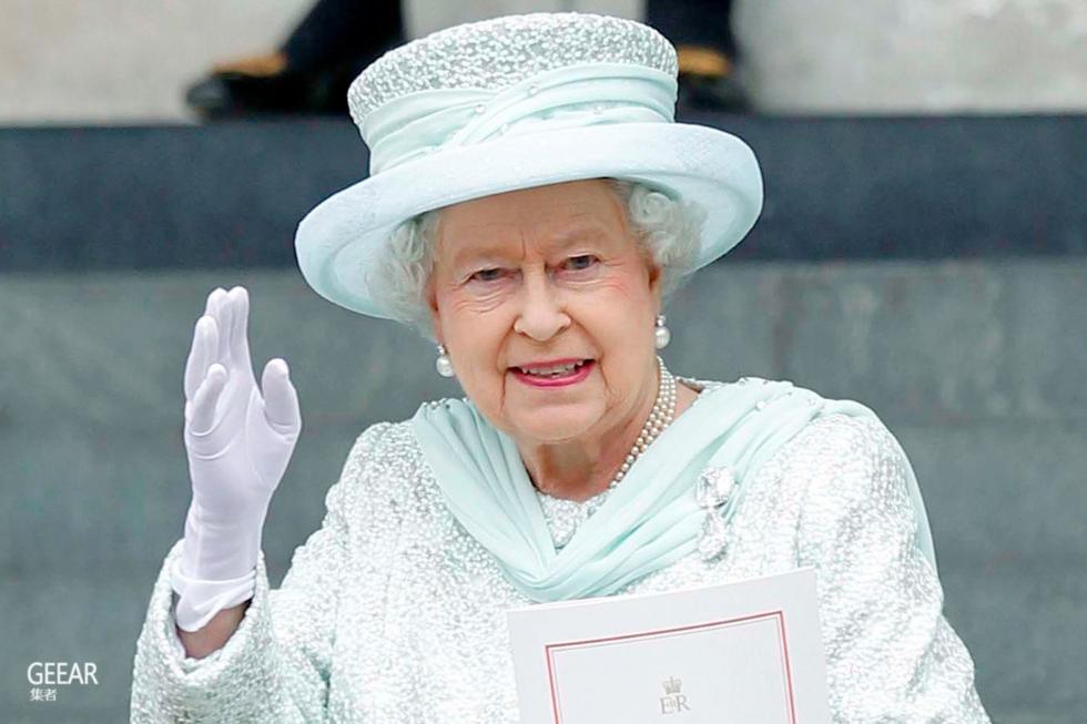 英女王行了几十年挥手礼,
