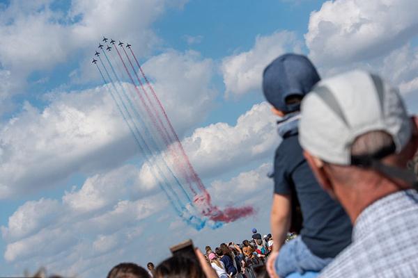 法国图卢兹举办航空展 引民众围观