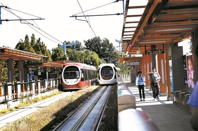 有轨电车西郊线开启重联运营模式