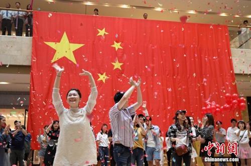 南京年轻人唱响《我爱你,中国》祝福祖国