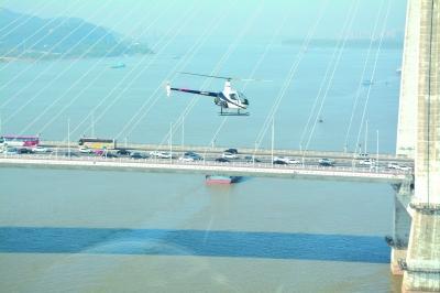 """南京两架警用直升机国庆""""加班""""巡查"""