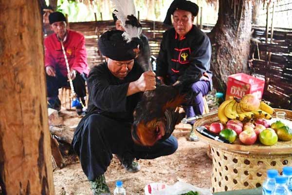 云南沧源:祭祀神灵拉开传统新米节序幕