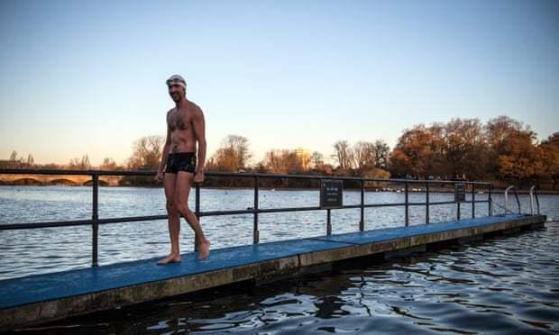 冷水游泳可治疗抑郁症?这种疗法有待进一步验证