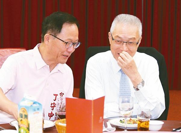 蓝营最新民调:台北市长选战 丁守中仅差柯文哲3%