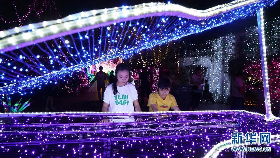 江西南昌:国庆赏灯乐