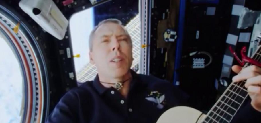 NASA宇航员在重返地球前录制令人激动的音乐视频