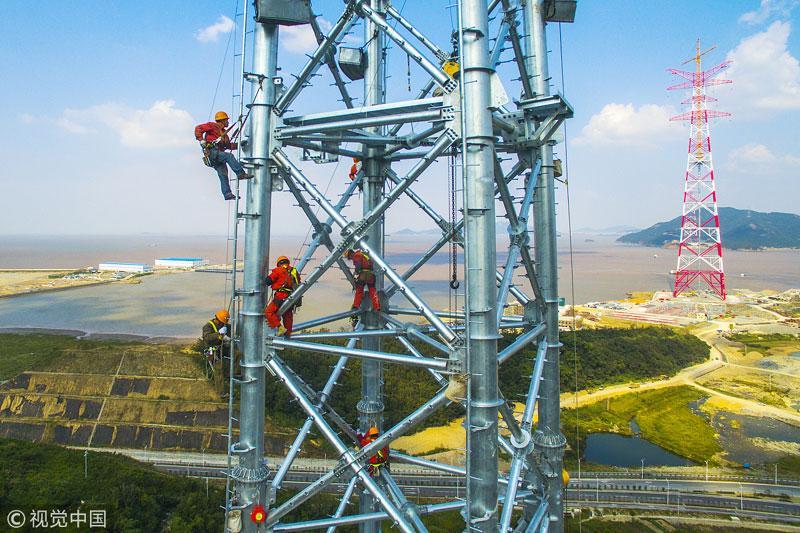 电力工人组塔施工度佳节