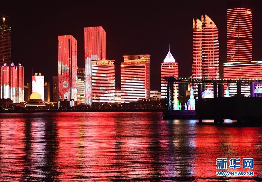 青岛:海滨中国红 醉美浮山湾