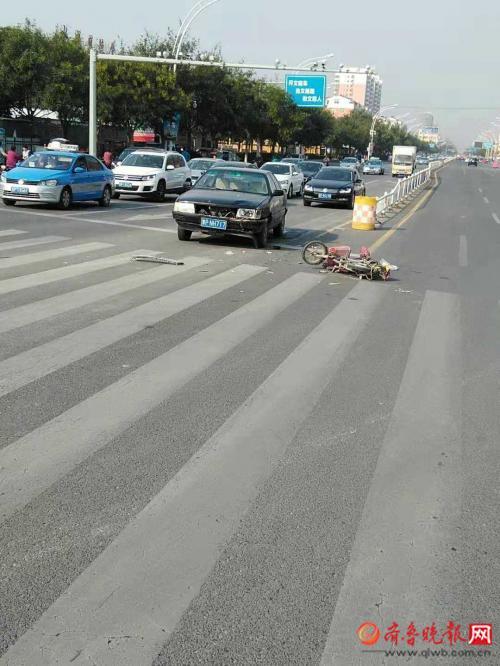 情报站|聊城东昌府区黑色轿车与电瓶车相撞,伤者已送医