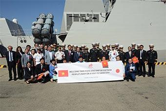 越南海军最新锐战舰访问日本 日本热烈欢迎