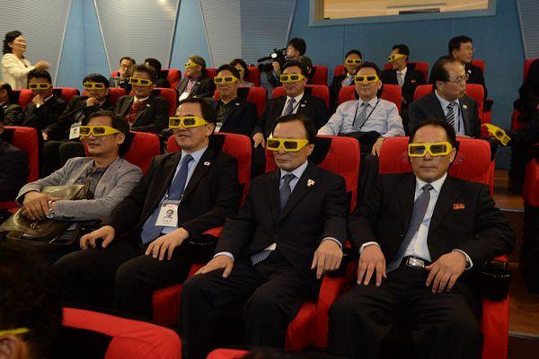 """平壤纪念""""10.4宣言""""11周年 韩访问团科学技术殿堂看电影"""