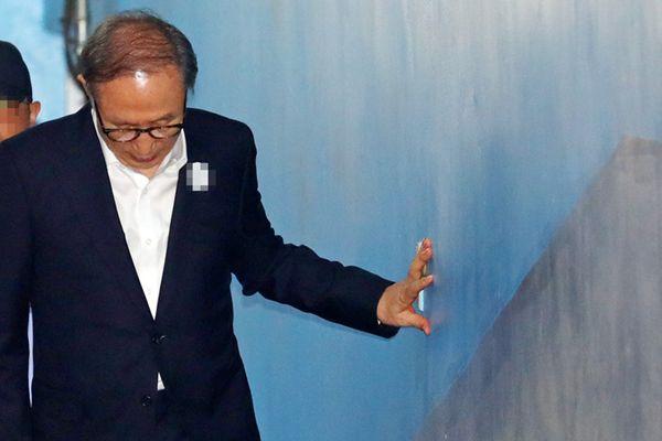 77岁韩国前总统李明博一审获刑15年