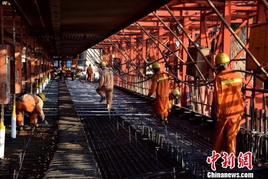 国庆黄金周:在跨海大桥工地上为祖国庆生
