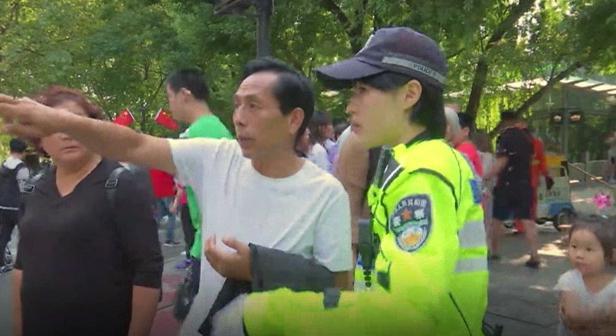 """杭州女骑警 一天数百次被问""""西湖在哪?"""""""