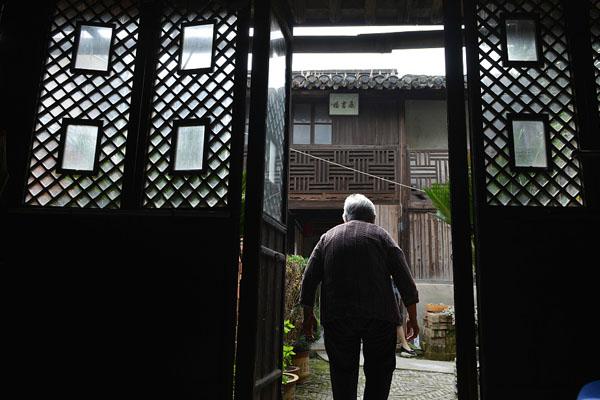 九旬老妪守护私塾70年 独守明朝老屋