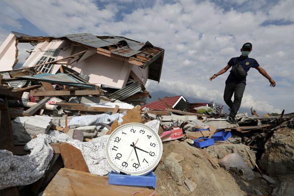 印尼地震海啸已造成至少1649人死亡 村庄被完全摧毁